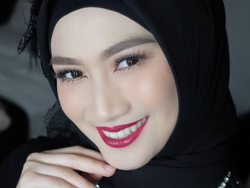 Mantap Berhijab, Ini Gaya Melody eks JKT 48 yang Disebut Bidadari Surga