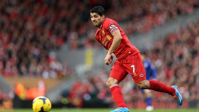 Dari urutan delapan, ada Luis Suarez. Dia hanya membela Liverpool sepanjang kariernya di Premier League dan mampu mencetak enam hat-trick. (Foto: Clive Brunskill/Getty Images)