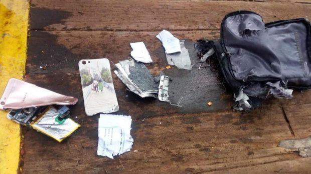 Sejumlah barang yang ditemukan di lokasi dugaan pesawat Lion Air JT-610 jatuh.