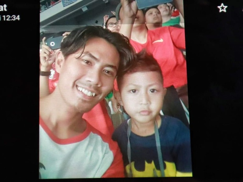 Jadi Korban Lion Air, Ini Senyum Bapak-Anak Saat Nonton Timnas
