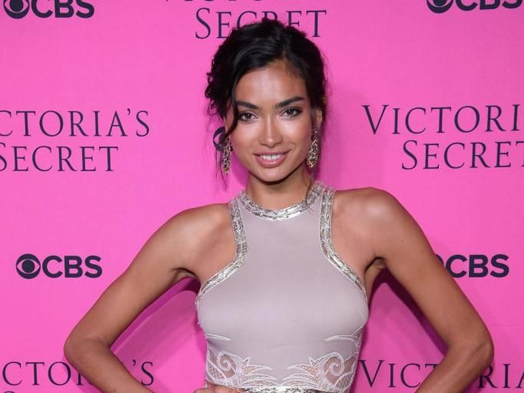 Savage! Model Cantik Ini Latihan 4 Jam Sehari Demi Show Victorias Secret