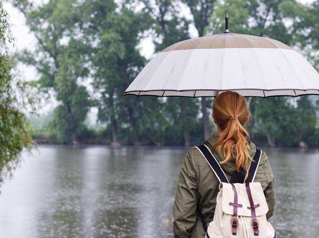 4 Tips Biar Enggak Gampang Sakit Habis Kehujanan