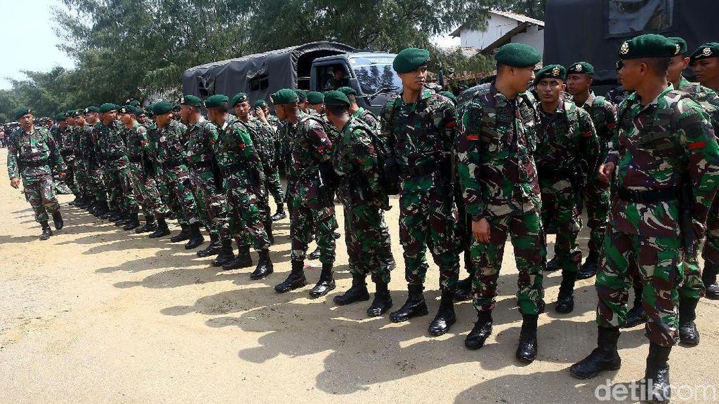 TNI-Polri dan Basarnas Siaga di Pantai Tanjung Pakis