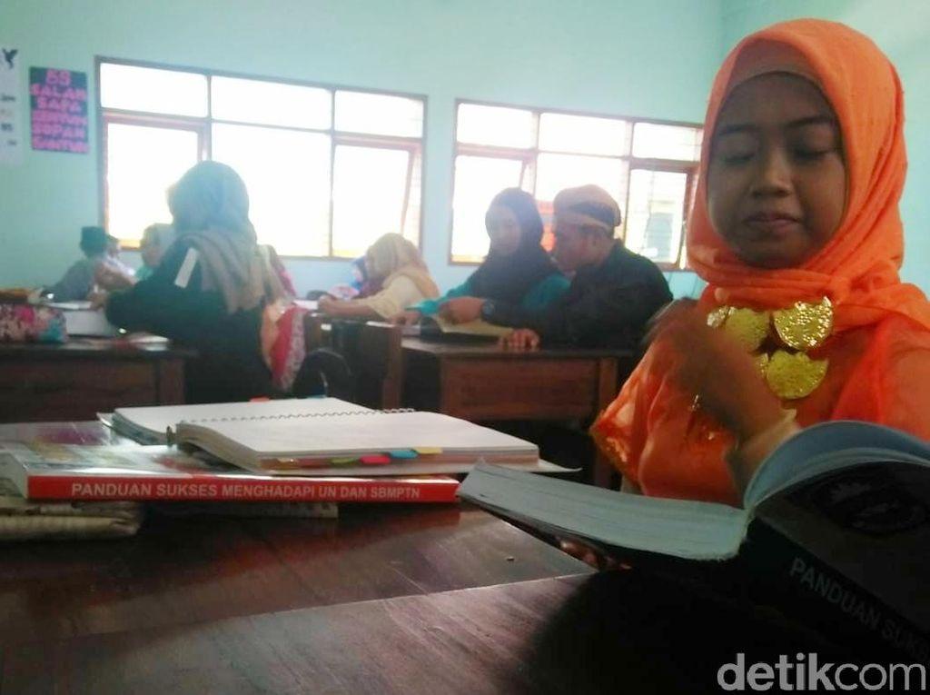 Pelajar Bondowoso Peringati Sumpah Pemuda dengan Berpakaian Adat