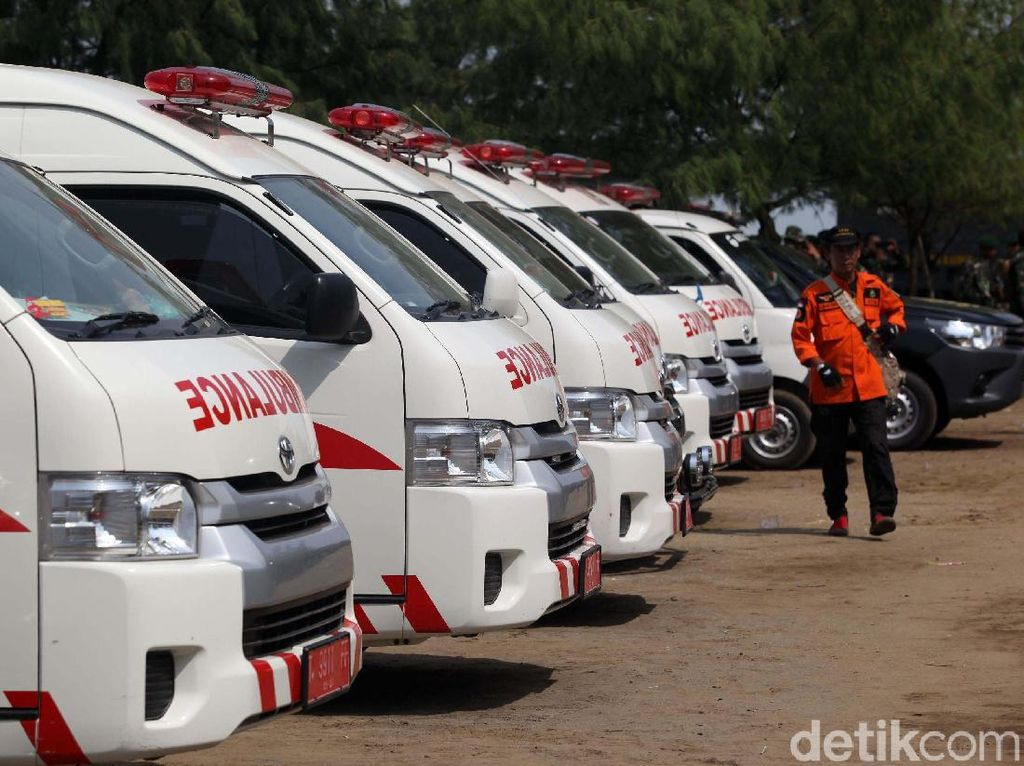 Curhat Sopir Ambulans: Warga Jakarta Belum Beri Prioritas