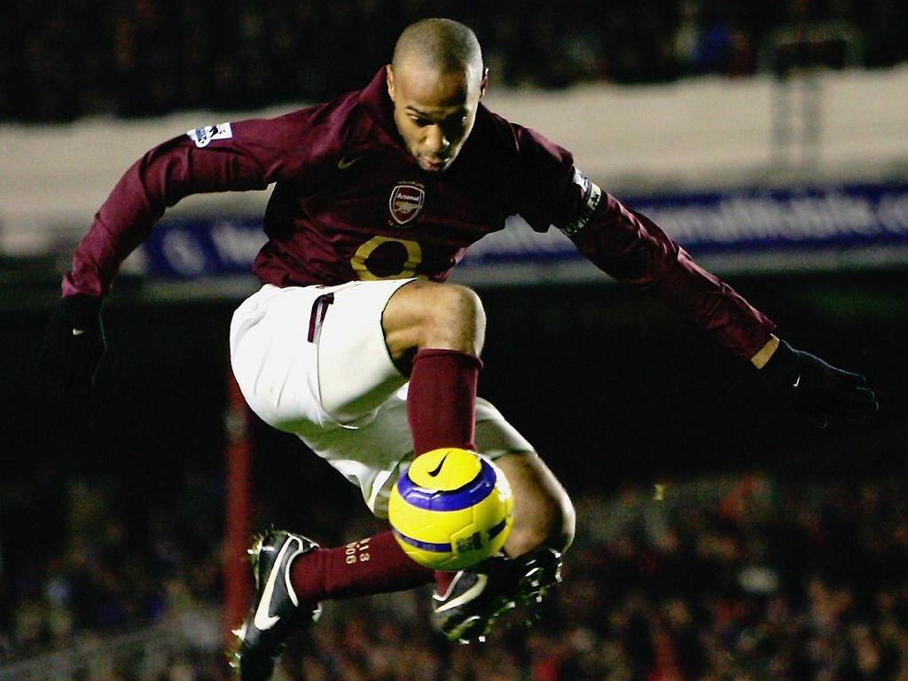 Belajar Menjadi Striker Hebat seperti Thierry Henry