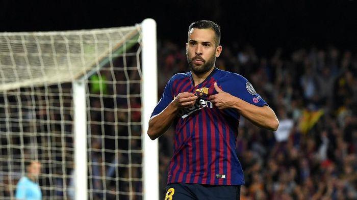 Jordi Alba ada di posisi bek kiri karena pemain Barcelona itu dihargai tinggi menurut studi KPMG. Alba berharga Rp 804 M (David Ramos/Getty Images)