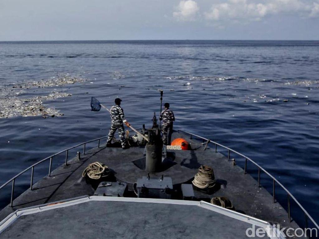 Melihat Dari Dekat Proses Evakuasi Lion Air Bersama TNI AL