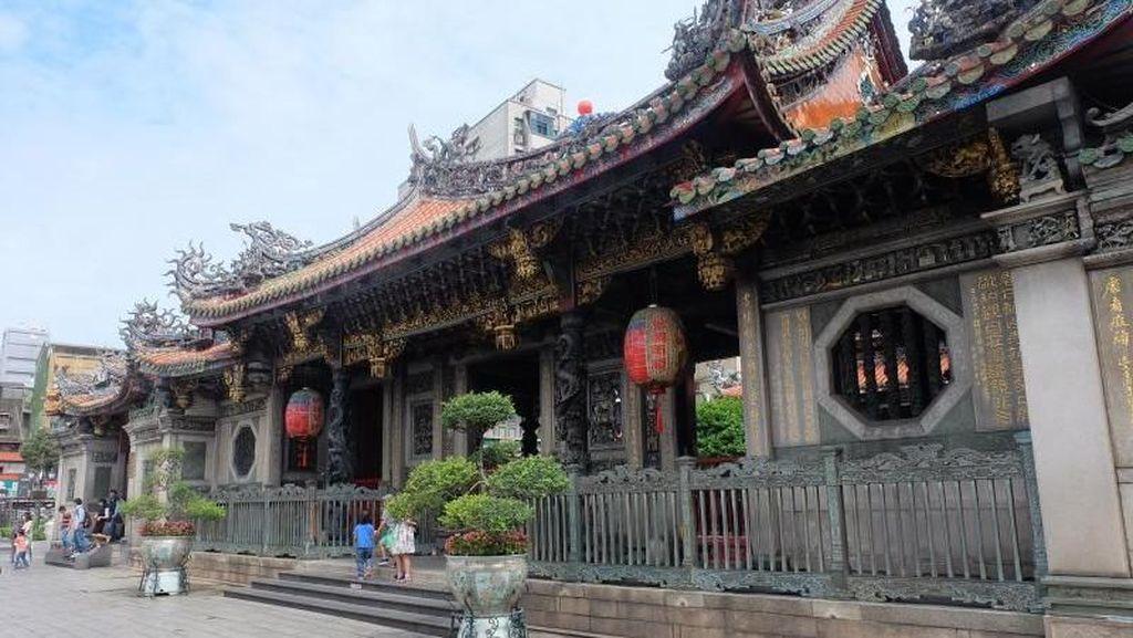 Belajar Toleransi dari Longshan Temple di Taipei