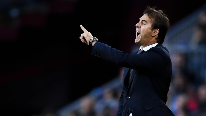 BARCELONA, SPAIN - OCTOBER 28:  Head coach julen Lopetegui of Real Madrid CF looks on  during the La Liga match between FC Barcelona and Real Madrid CF at Camp Nou on October 28, 2018 in Barcelona, Spain.  (Photo by David Ramos/Getty Images)