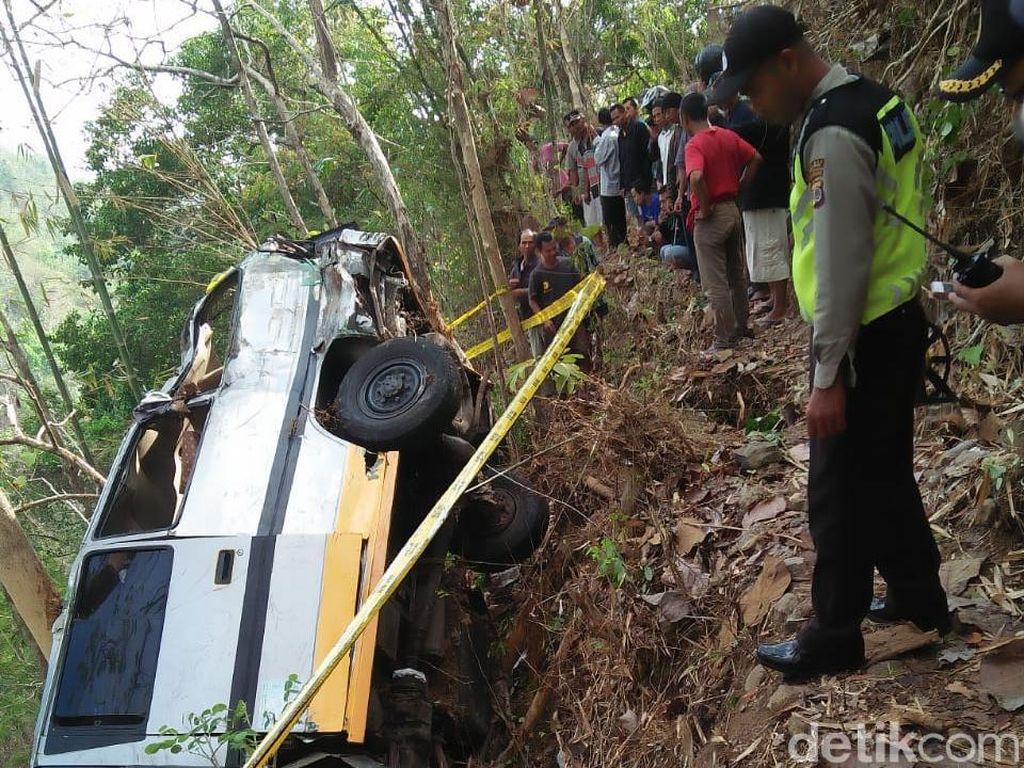 Mobil Masuk Jurang di Kulon Progo, 2 Orang Tewas
