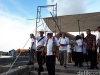 Menteri Pariwisata Arief Yahya (tengah) saat kunjungan ke KEK Tanjung Kelayang baru-baru ini (Afif Farhan)