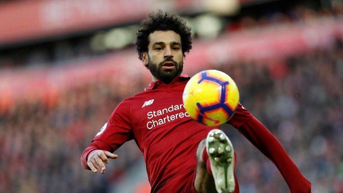 Mohamed Salah bisa lebih produktif dengan bola kuning? (Russell Cheyne/REUTERS)