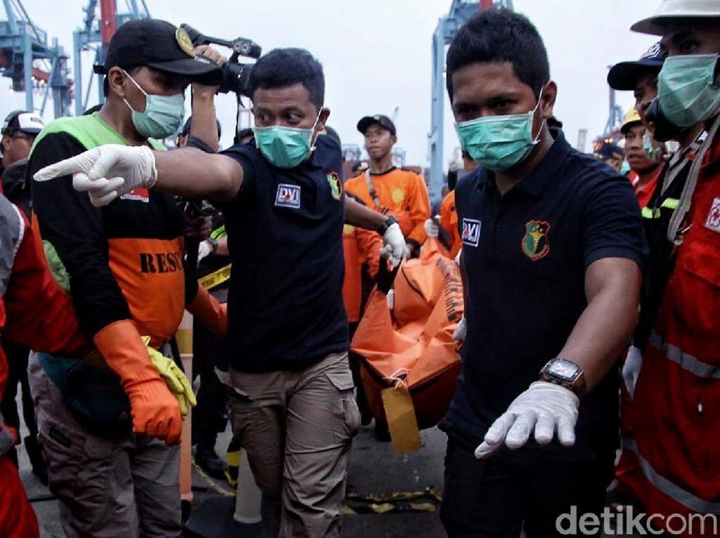 2 Kantong Jenazah Lion Air JT 610 Kembali Dibawa dari Tj Priok