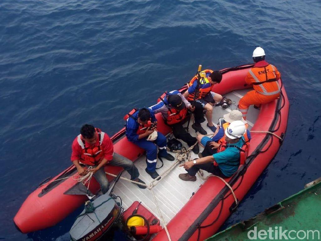 Bawa Ping Locator, Petugas Sisir Laut Cari Black Box Lion JT 610
