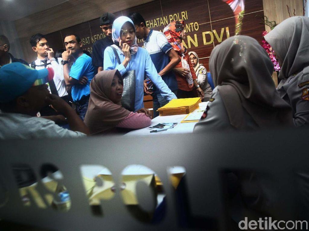 Keluarga Penumpang Lion Air Serahkan Data Antemortem ke RS Polri