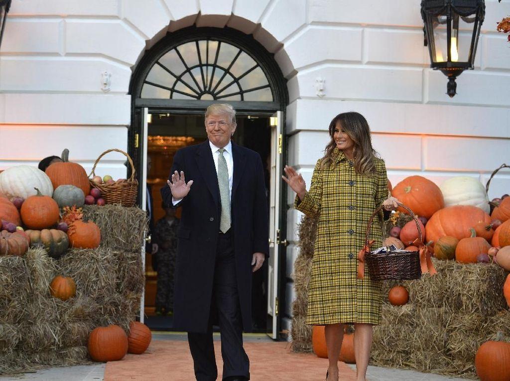 Disimpan 14 Tahun Miniatur Kue Pengantin Donald dan Melania Trump Dilelang