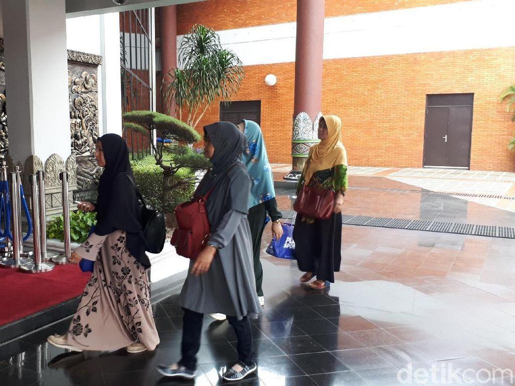 Keluarga Korban Lion Air Datangi Crisis Center di Bandara Soetta