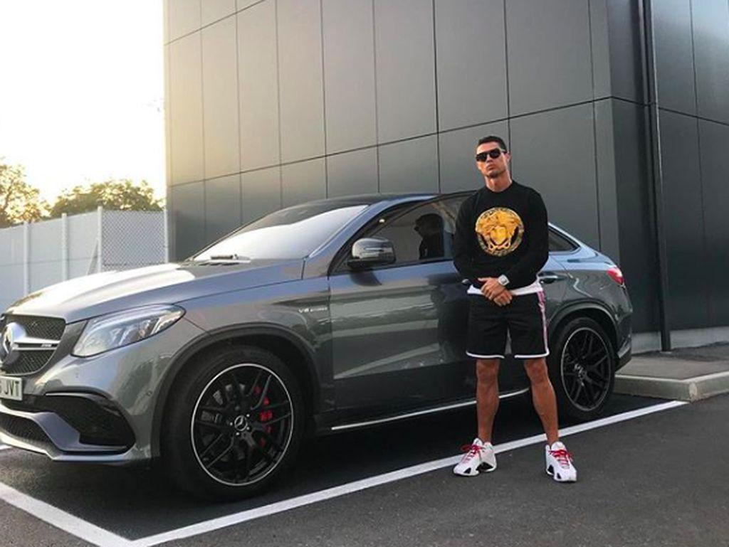 Gaya Selangit Ronaldo, Instagrammer Terpopuler Sejagat
