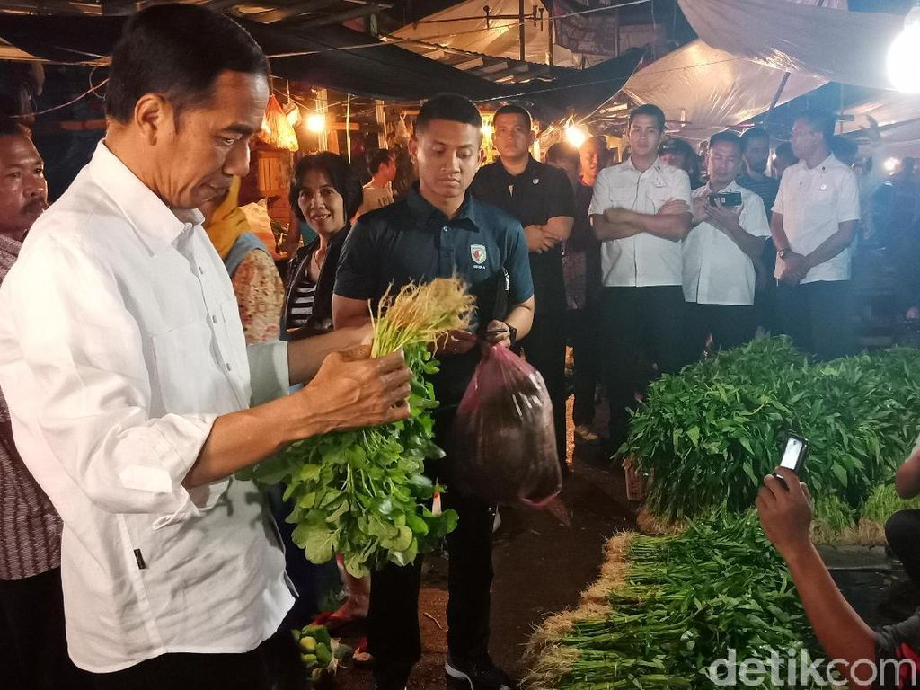 Blusukan ke Pasar Bogor, Jokowi Borong Tempe hingga Cabai