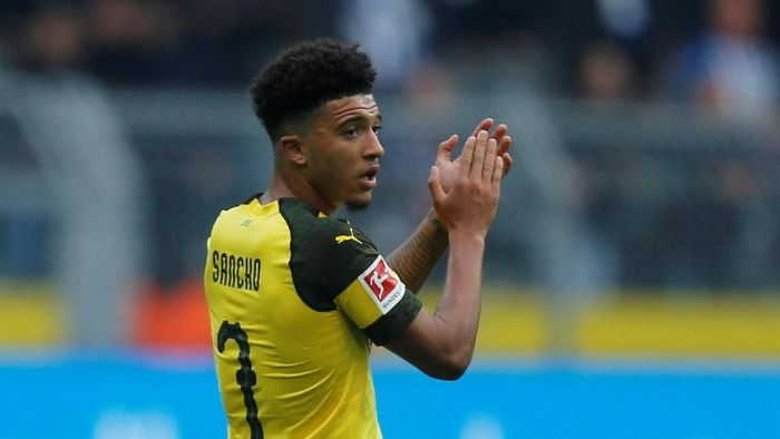 Soccer Football - Bundesliga - Borussia Dortmund v Hertha BSC - Signal Iduna Park, Dortmund, Germany - October 27, 2018  Borussia Dortmunds Jadon Sancho applauds fans as he is substituted         REUTERS/Leon Kuegeler  DFL regulations prohibit any use of photographs as image sequences and/or quasi-video