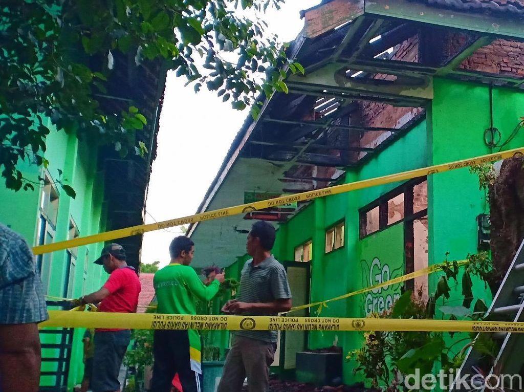 Kebakaran Landa SMPN 12 Kota Madiun, 4 Kelas dan 1 Gudang Hangus