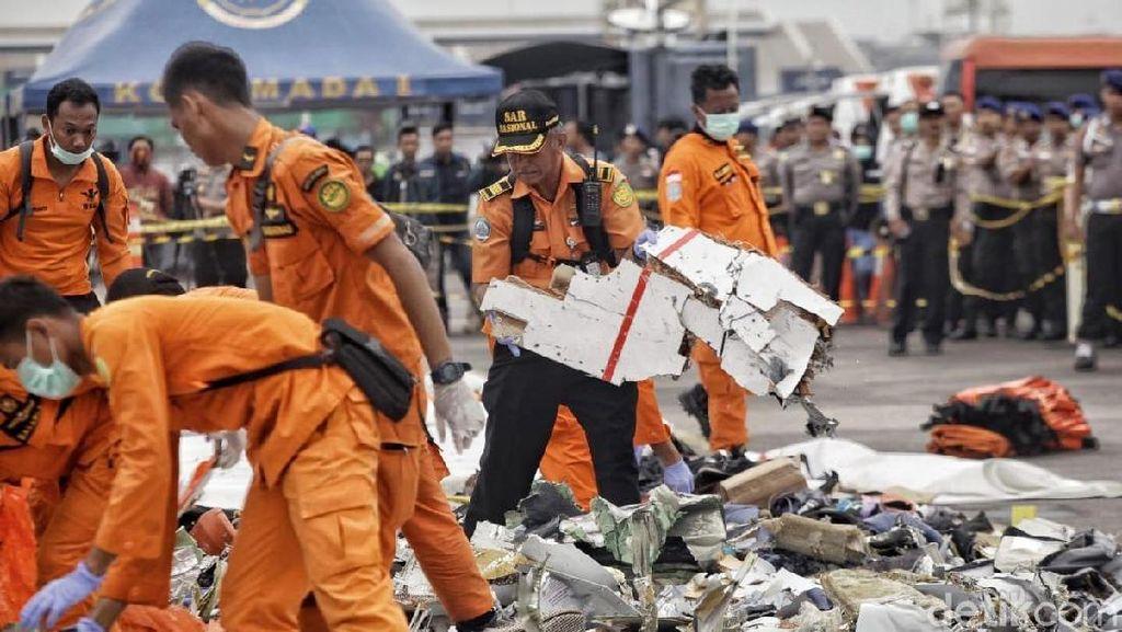 Basarnas Kumpulkan Puing-puing Pesawat Lion Air JT 610