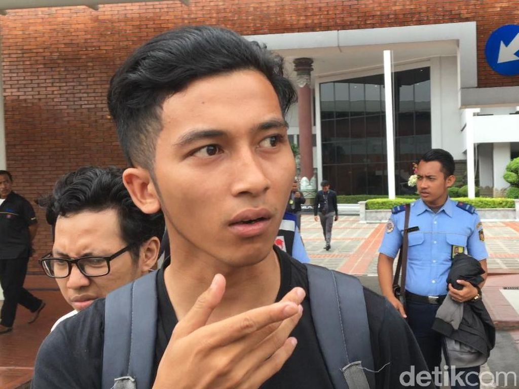 Pantau Pencarian Korban Lion Air, Keluarga ke Bandara Halim