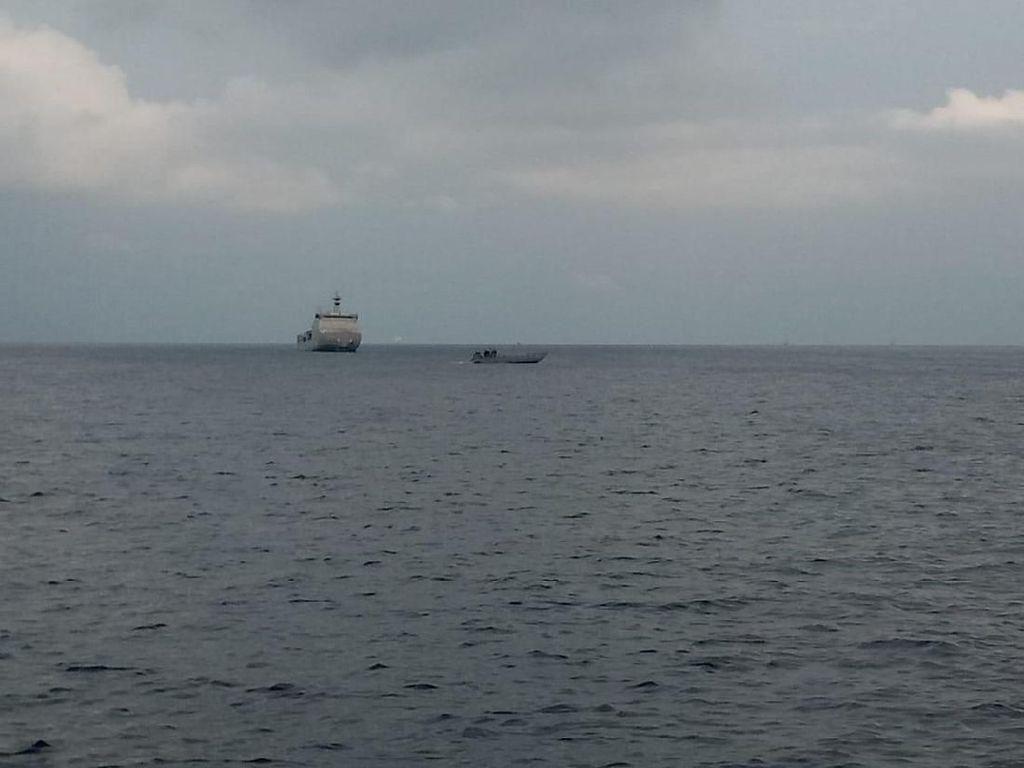 Potret Pencarian Lanjutan Lion Air JT 610 di Perairan Karawang