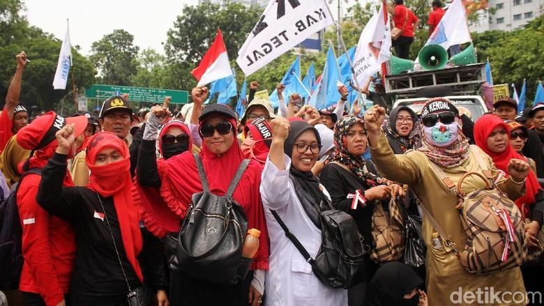 Guru Honorer Ramai-ramai Demo di Istana
