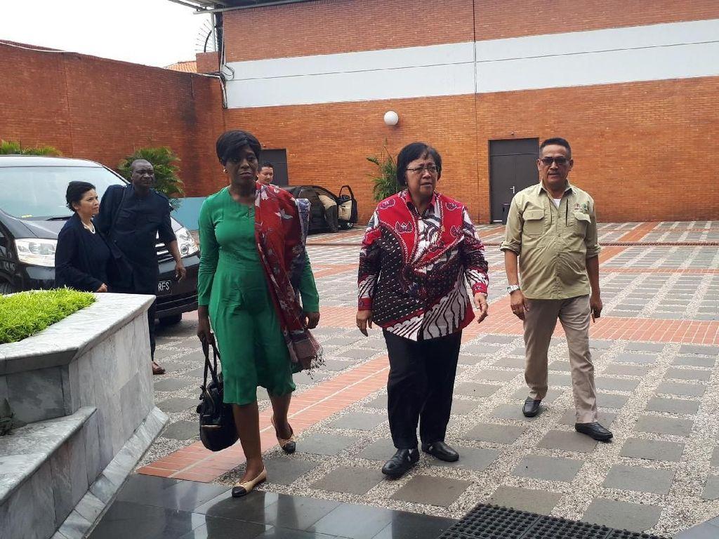 Menteri Siti Kirim Dirjen Dampingi Istri Pejabat LHK Korban JT 610
