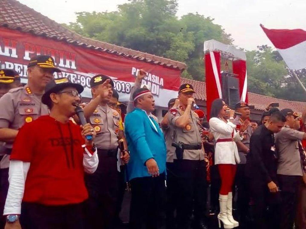 Puluhan Ribu Peserta Ikuti Kirab Merah Putih