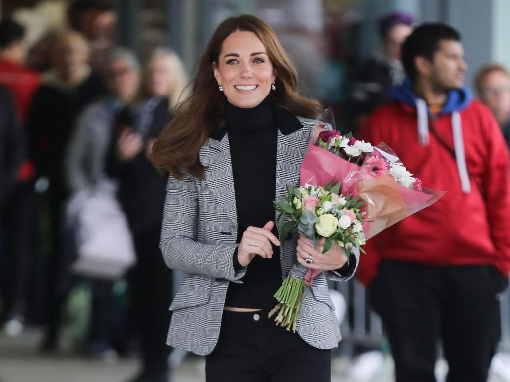 Pakai Skinny Jeans, Kate Middleton Pamer Tubuh Langsing Setelah Melahirkan