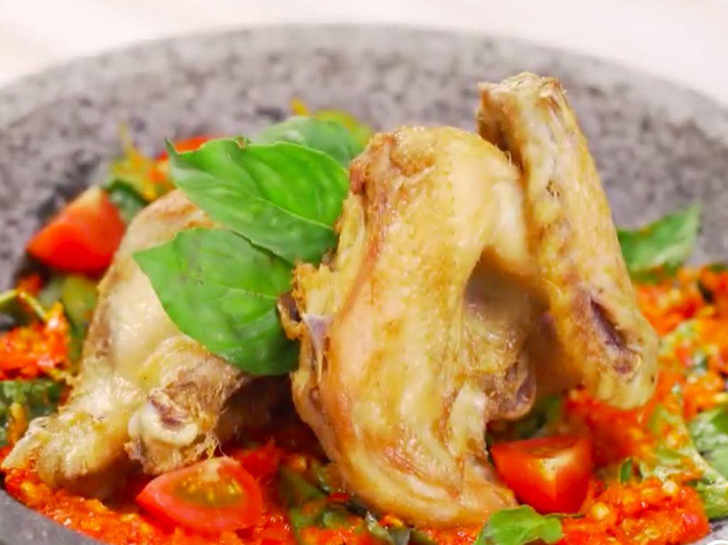 Resep Ayam Goreng Sambal Kemangi, Harum Kemangi Gurihkan Ayam