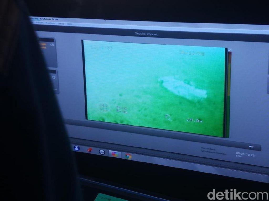 Ini Serpihan Diduga Sayap Lion Air PK-LQP di Dasar Laut