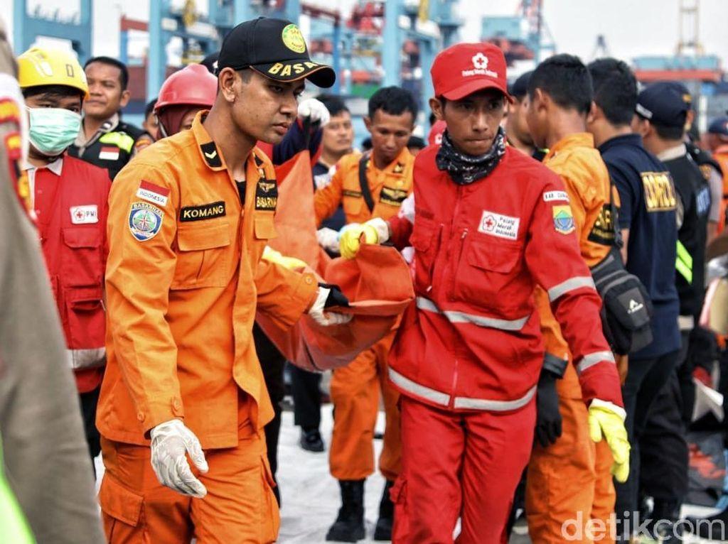 Basarnas-PMI Bahu Membahu di Posko Evakuasi Lion Air JT 610
