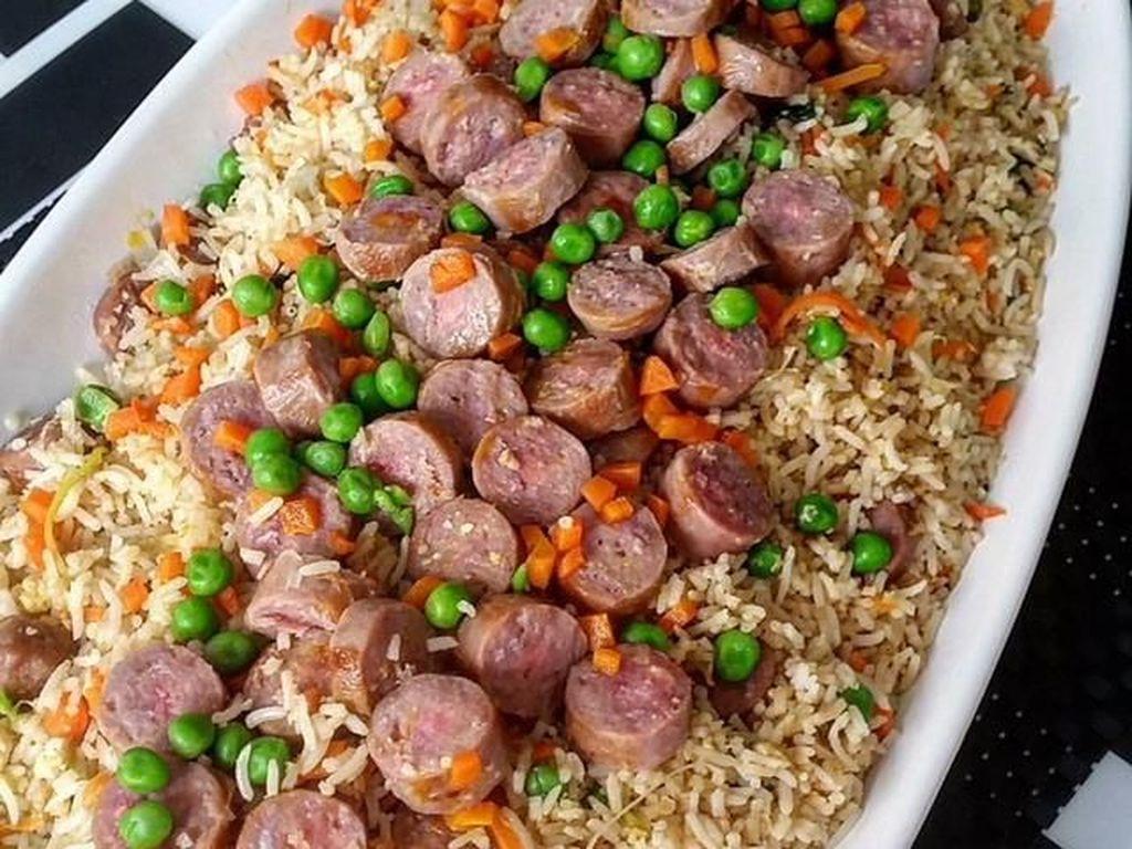 Lapar Banget? Sarapan Saja Nasi Goreng Sosis yang Gurih Mantap
