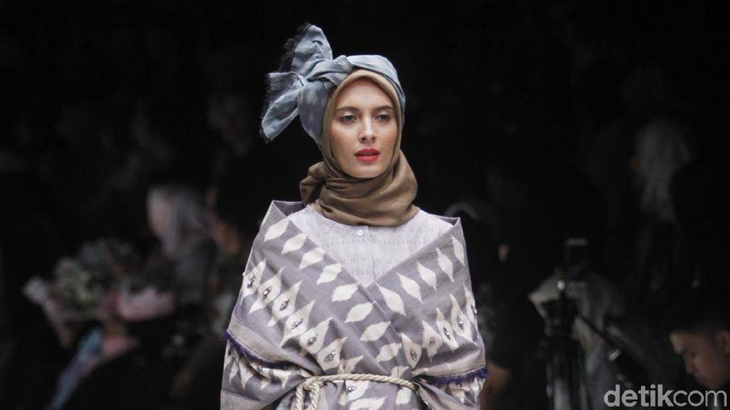 10 Busana Terbaru Karya Ria Miranda yang Memadukan Budaya Lombok dan Korea