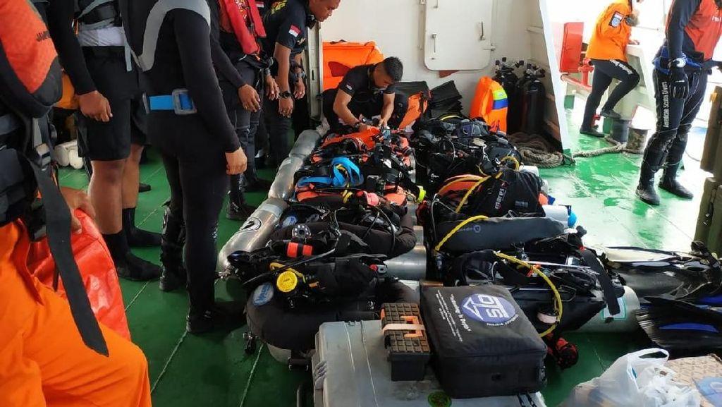Melihat Basarnas Special Group Bersiap Menyelam Cari Lion Air