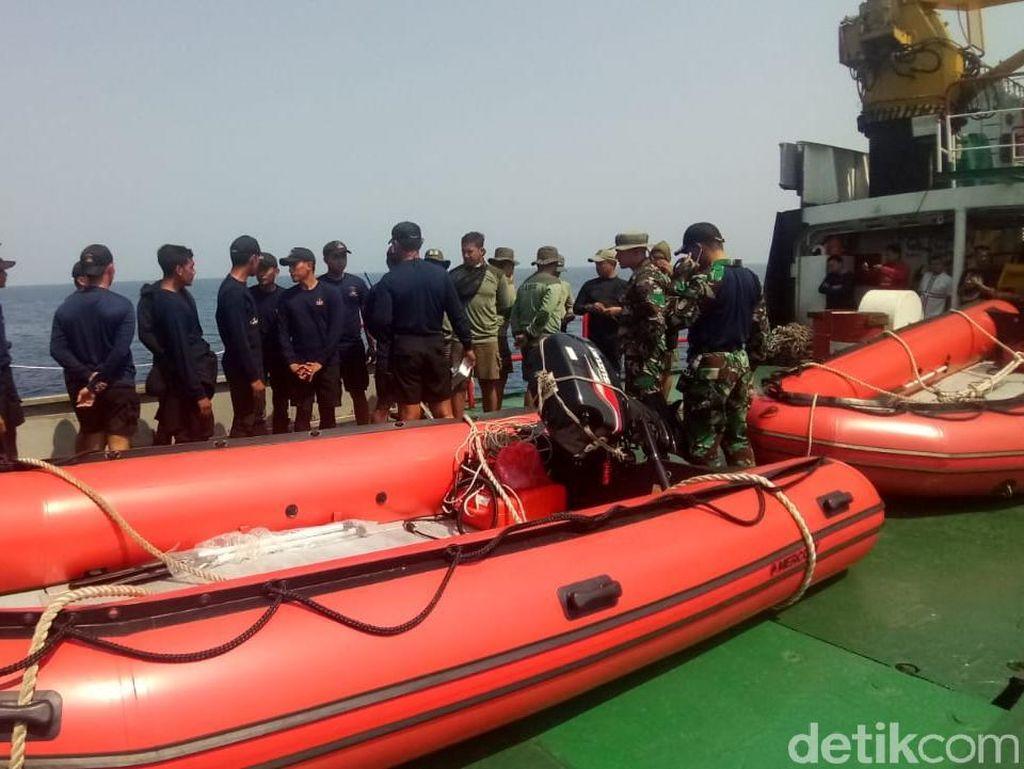 Foto: Tim Penyelam Siap Ambil Black Box Lion Air