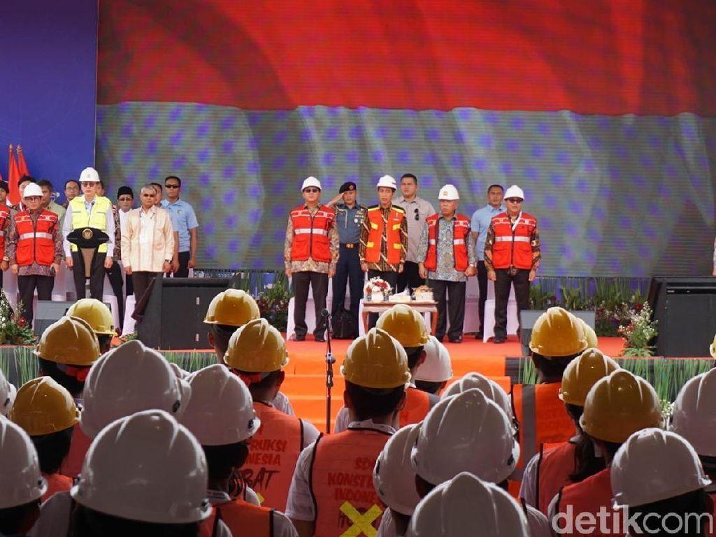Jokowi Buka Program Sertifikasi 10.000 Tenaga Kerja Konstruksi