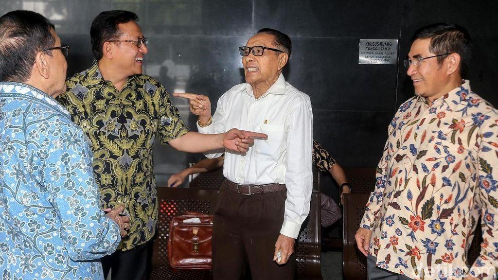 Akbar Tanjung Hingga Hamdan Zoelva Hadiri Sidang PK Irman Gusman