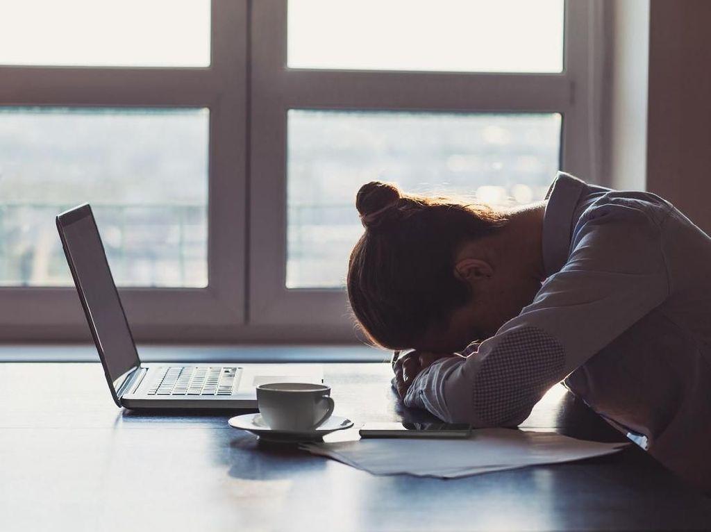 Ngeri! Ngutang di Fintech Ilegal Bikin Stres hingga Tak Bisa Tidur!