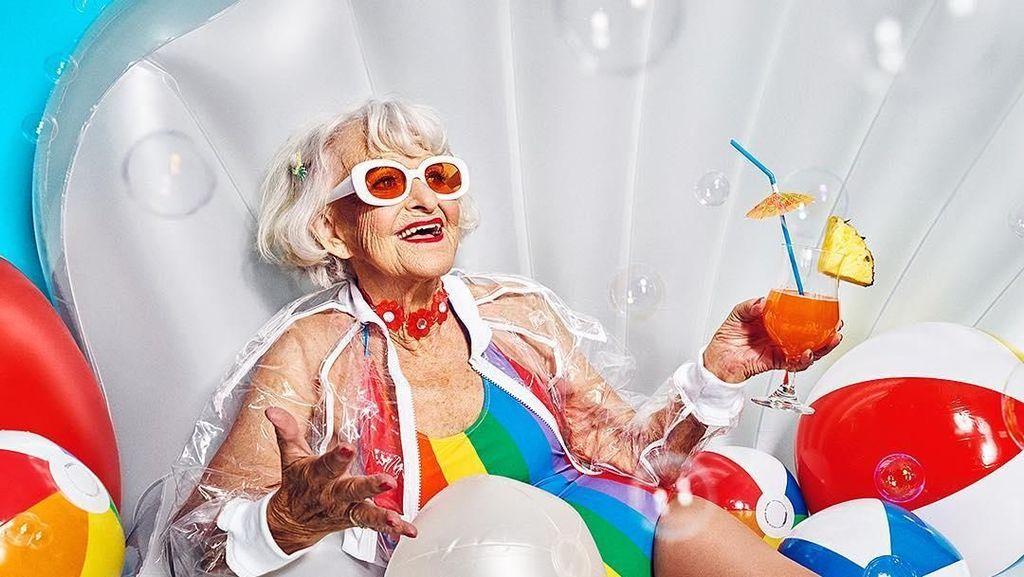 Momen Baddie Winkle, Nenek-nenek Selebgram yang Nyentrik Saat Kulineran