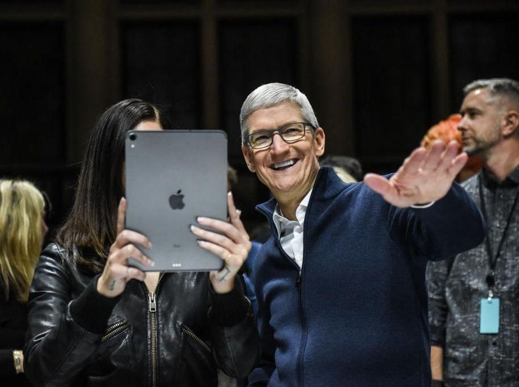 Perusahaan Goyah, CEO Apple Malah Diganjar Rp 220 Miliar