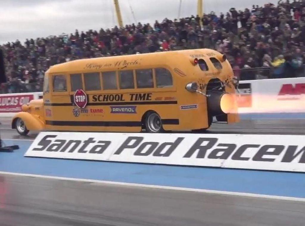 Wah, Ada Bus Sekolah Bermesin Jet!
