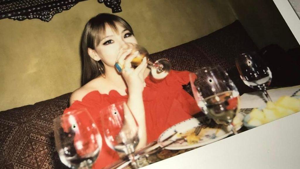 Suka Donat dan Cookies, Ini Gaya CL Eks 2NE1 Saat Ngemil Seru