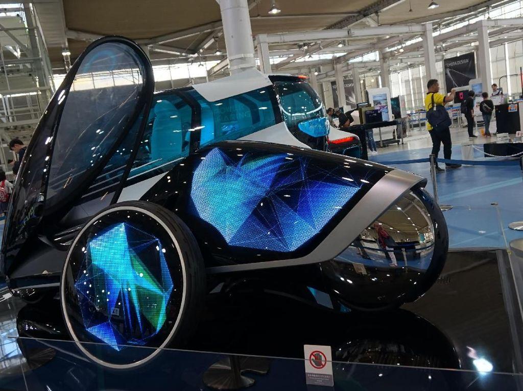 Keren! Ini Mobil Futuristik Toyota ala Film Sci-Fi