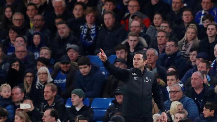 Lampard kembali ke Stamford Bridge, Kamis (1/11/2018) dini hari WIB, saat memimpin Derby County menghadapi Chelsea di babak keempat Piala Liga. Ya, Lampard kini menjadi manajer. (Foto: Andrew Couldridge/Reuters)