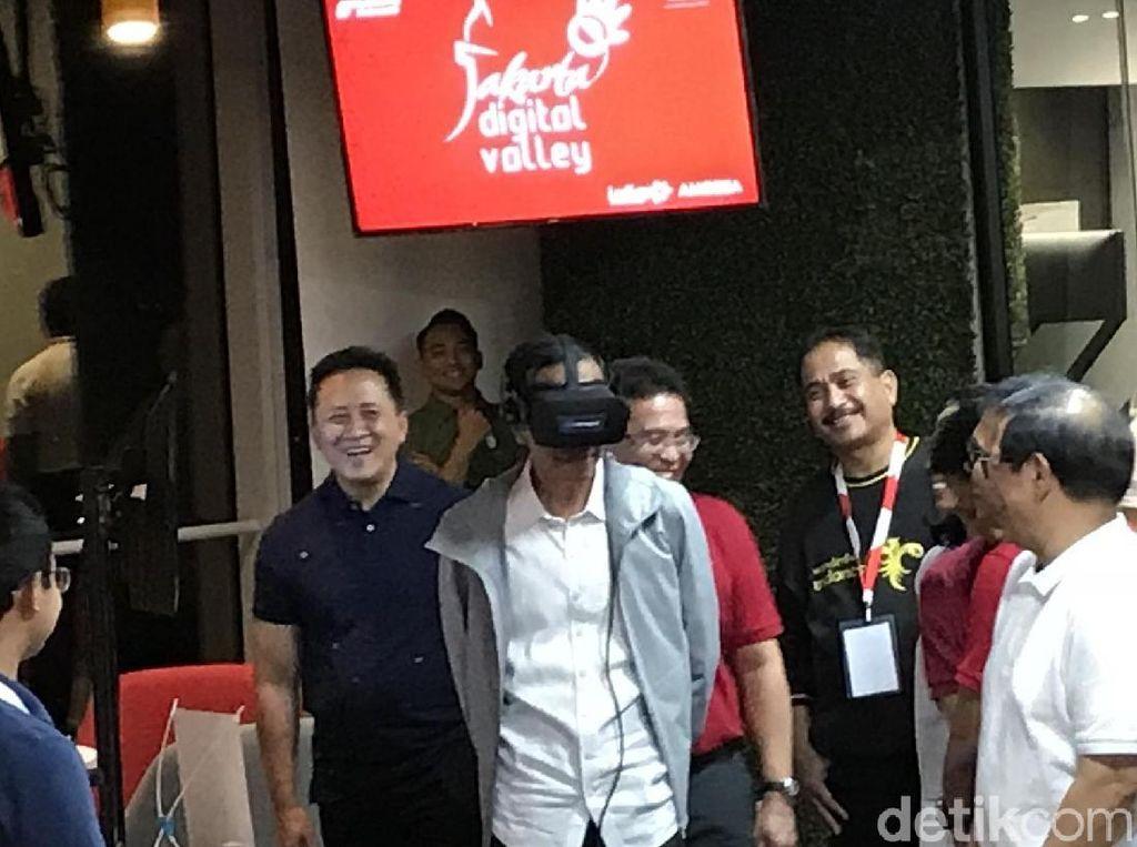 Resmikan Kawasan Telkom Hub, Jokowi Jajal VR Wisata Raja Ampat